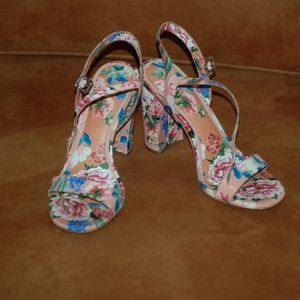 Gianni Bini McKaria Floral Print Block Heels Sz 7
